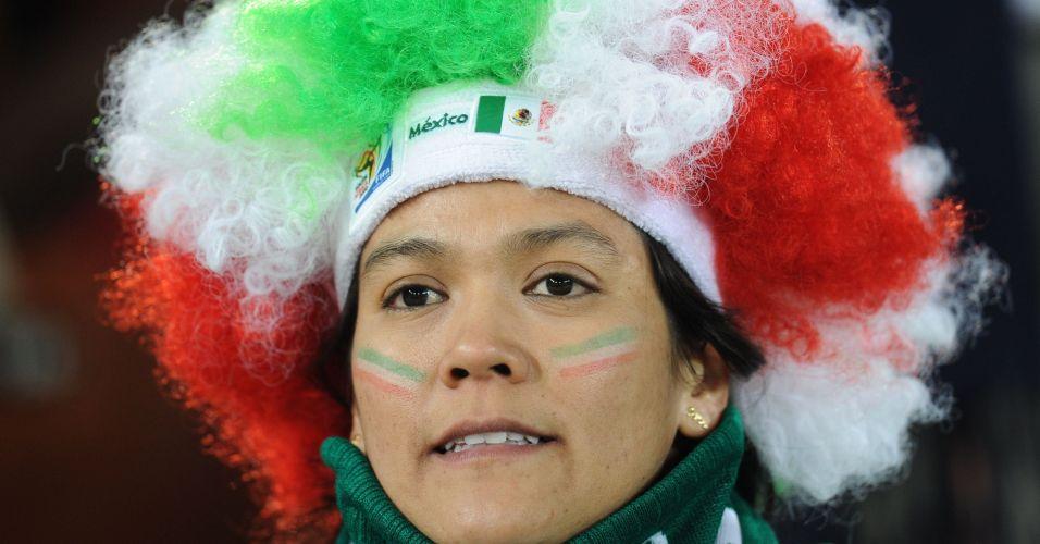 Torcedora mexicana capricha na fantasia para acompanhar a seleção nacional 027f5ec480380