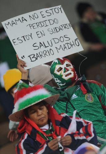 Torcedor mexicano manda recado para a sua mãe e diz não estar perdido  ele  esteve no estádio Peter Mokaba 2c00ad4dedcd0