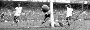 Uruguai vence a Copa do Mundo, provoca o Maracanazzo e faz o Brasil inteiro chorar