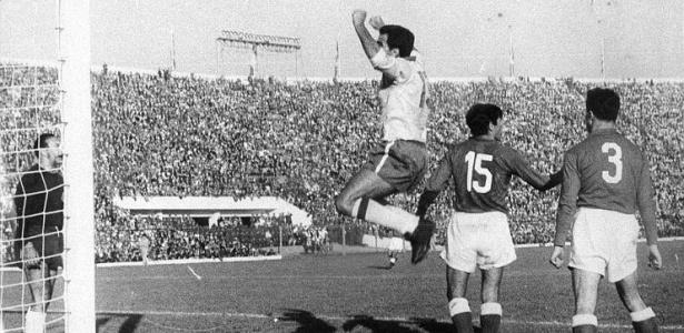 Sele��o brasileira garante o bi, mesmo sem contar com Pel� em boa parte da Copa