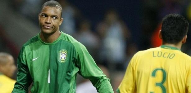 Dida conversa com Lúcio durante a partida contra a França, que marcou o adeus da seleção da Copa de 2006