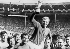Inglaterra conta com arbitragem pol�mica na final para ganhar a Copa do Mundo pela primeira vez