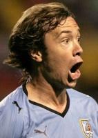Diego Lugano comemora gol durante a partida do Uruguai com a Costa Rica