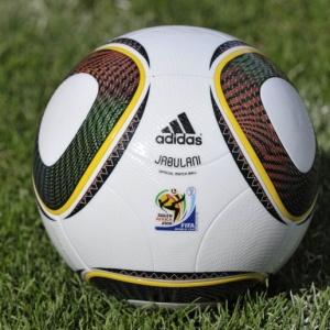 ce4565ac35757 Cubano obtém recorde de domínio da Jabulani e defende a bola da Copa - BOL  Notícias