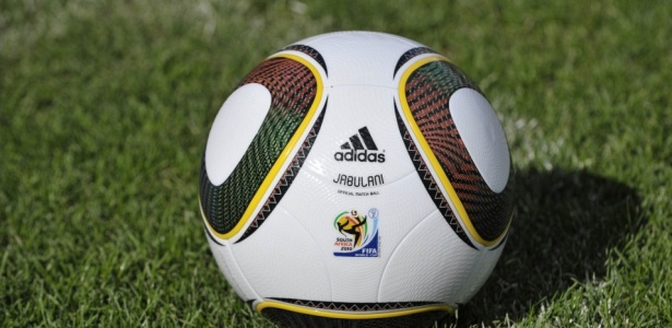 Julio Cesar detona bola oficial da Copa