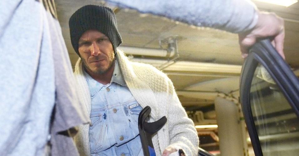 De muletas, Beckham vai para a Finlândia para ser operado