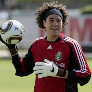 Goleiro Ochoa diz que se vê como titular do México na Copa do Mundo ... 8d575dd5a1863