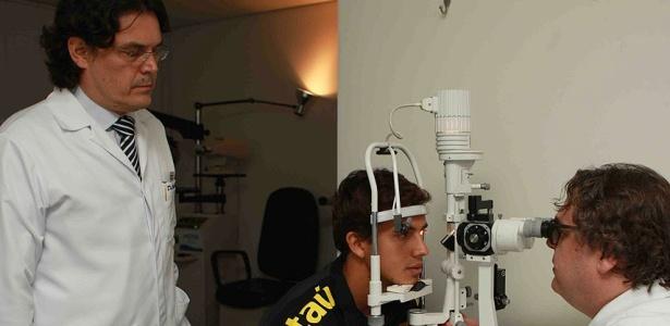 Nilmar faz exame oftalmológico com a seleção brasileira em Curitiba