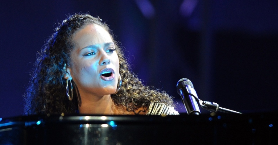 Cantora norte-americano Alicia Keys marca presena na abertura do Mundial da frica do Sul