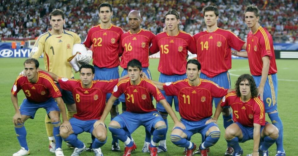 Seleção da Espanha se alinha para tirar foto antes de partida na Copa de 2006