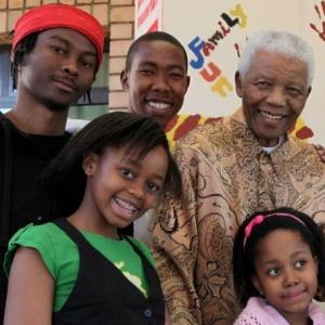 Zenani Mandela (esq.), bisneta de Mandela que morreu em acidente ap�s o show de abertura