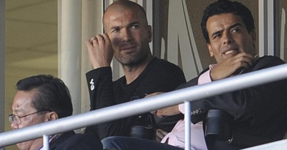 O ex-craque francês e filho de argelinos Zinedize Zidane assiste ao jogo Argélia x Eslovênia no estádio Peter Mokaba
