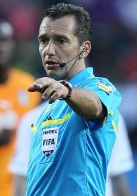 Preocupação contra 'cai-cai': Fifa treina árbitros contra a simulação de jogadores