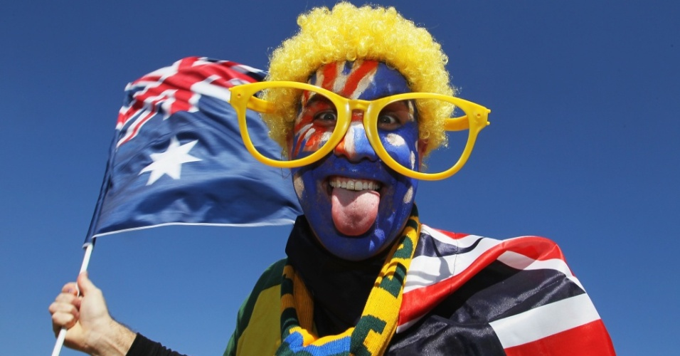 Torcedor australiano exibe rosto pintado com a bandeira de seu pas