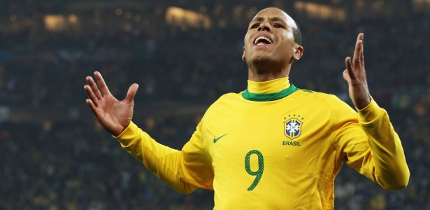 Com Mano Menezes, Luis Fabiano est&#225; de volta &#224; sele&#231;&#227;o