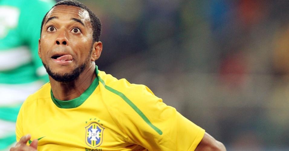 Robinho faz careta na partida contra Costa do Marfim