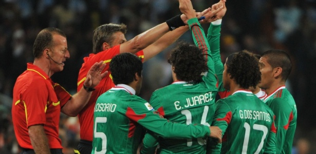 Fora da Copa: Com erro do �rbitro, M�xico perde para Argentina por 3 a 1