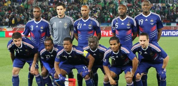Torcedores invadem federação francesa pedindo exclusão de  pretos e  muçulmanos  - 01 07 2010 - UOL Copa do Mundo - Últimas Notícias b59904946535a