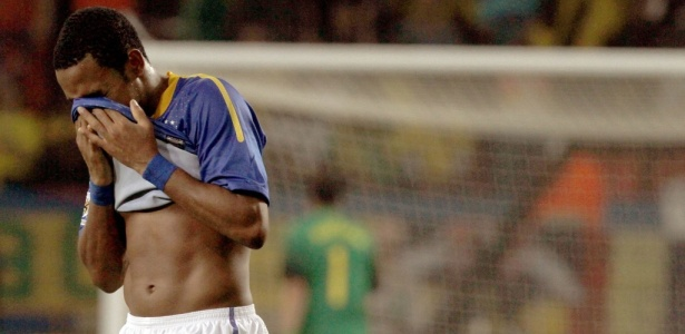 Brasil perde a cabeça após gol e é eliminado pela Holanda na Copa do Mundo  - 02 07 2010 - UOL Copa do Mundo - Últimas Notícias 6800d54dbde68