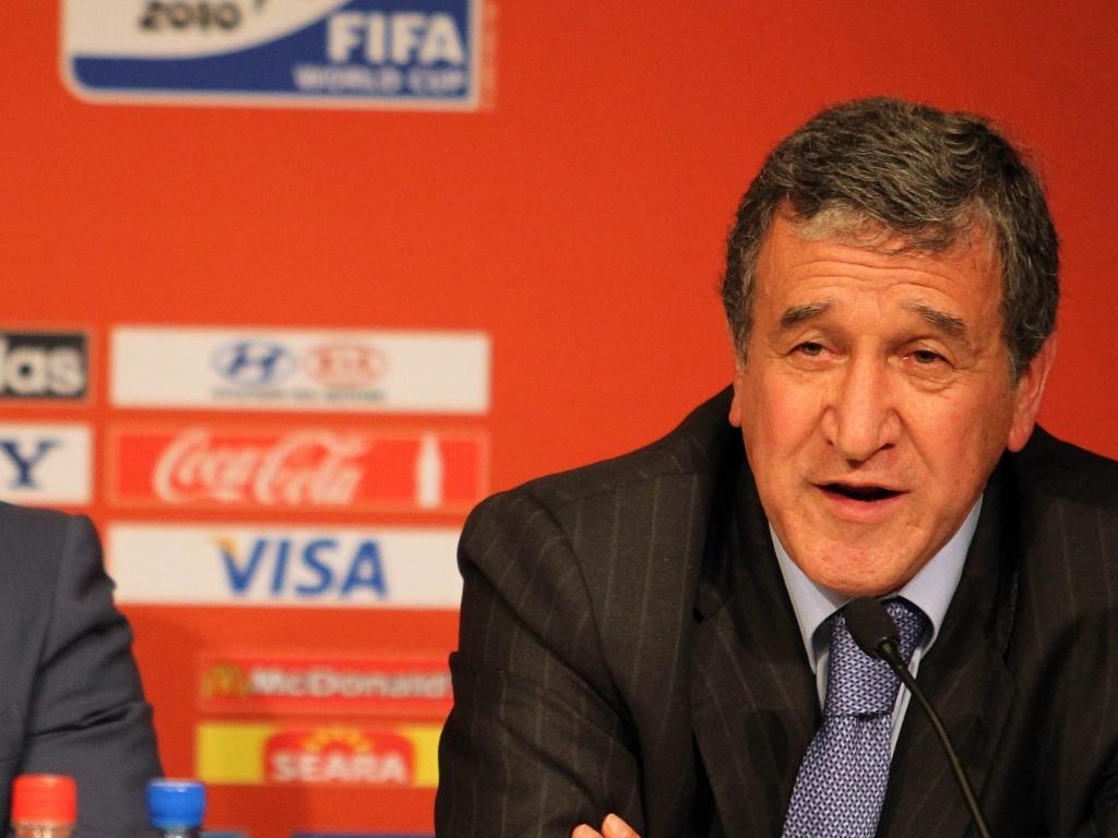 Carlos Alberto Parreira participa ao lado de Romário de evento de lançamento de logotipo da Copa de 2014