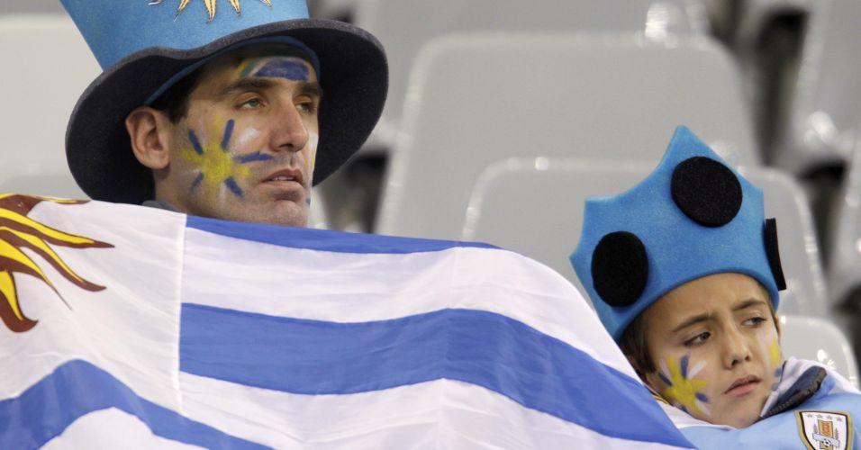 Torcedores uruguaios lamentam derrota da seleção no estádio Green Point, na Cidade do Cabo