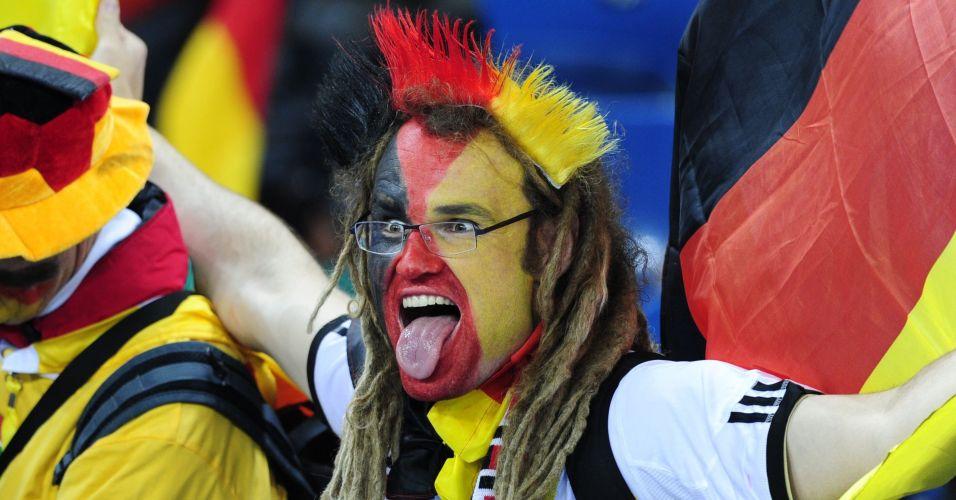 Torcedor da Alemanha mostra animação e otimismo momentos antes do confronto da sua seleção contra a Espanha