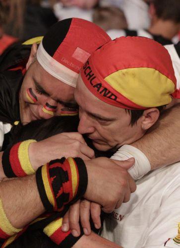 Alemães se desesperam em Berlim com a eliminação na semifinal para a Espanha