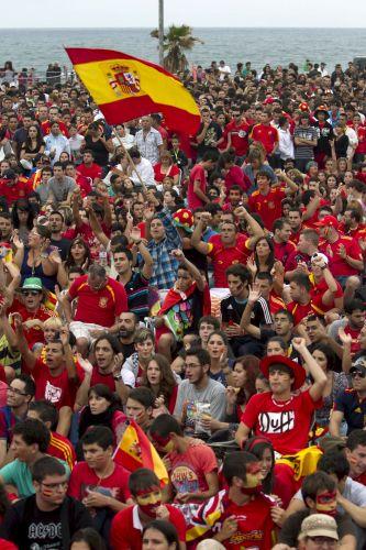 Espanhóis acompanham o confronto com os germânicos em Las Palmas de Gran Canária