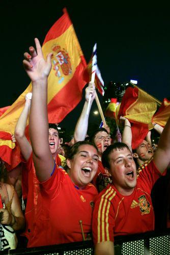 Em Madri, espanhóis celebram a classificação inédita da