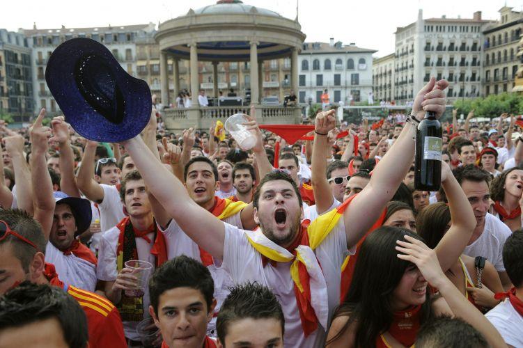 Ruas de Pamplona também foram tomadas durante o confronto pela segunda semifinal do Mundial-2010