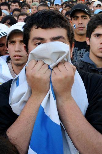 Euforia, vibração, desespero e decepção marcaram as reações das torcidas do Uruguai em Montevidéu e da Alemanha em Berlim