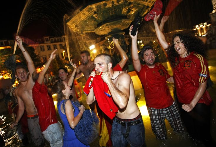 Comemoração pelo título espanhol na Copa do Mundo tem festejos também em Lisboa, em Portugal