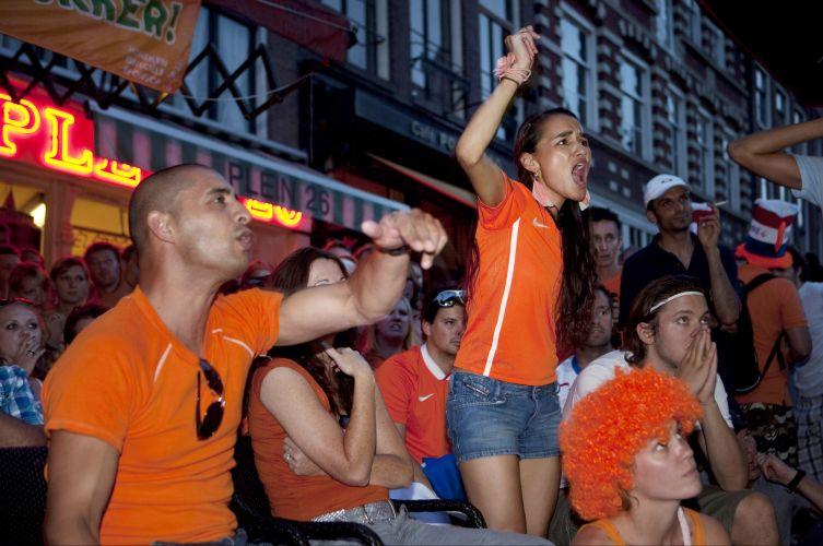Holandeses sofrem e se revoltam com a derrota por 1 a 0 na final da Copa do Mundo; agora, Laranja Mecânica tem três vice-campeonatos mundiais