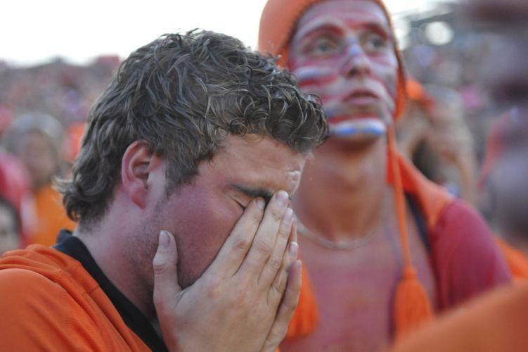Em Amsterdã, torcedor sofre com a derrota holandesa na final da Copa do Mundo e o terceiro vice-campeonato (1974, 1978 e 2010)
