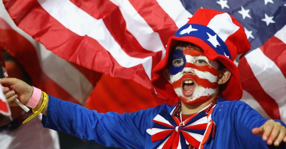 Menino torce para os EUA no empate com a Inglaterra