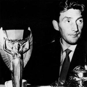 Capitão 'nazista': Fritz Walter, capitão alemão na Copa de 1954, foi paraquedista do exército de Adolf Hitler