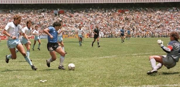 Maradona brilha com pés e mão e decide o título mundial a favor da Argentina