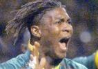 Indisciplinado: Rigobert Song, de Camarões, tornou-se o 1º da história a ser expulso em 2 Copas