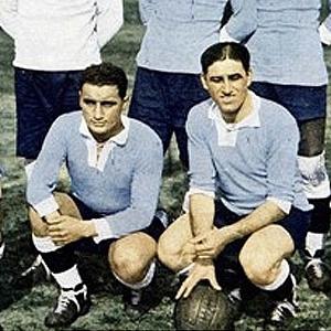 Futebol é com o pé: O Uruguai tinha Hector 'Manco' Castro (esq.) como destaque; jogador não tinha mão direita