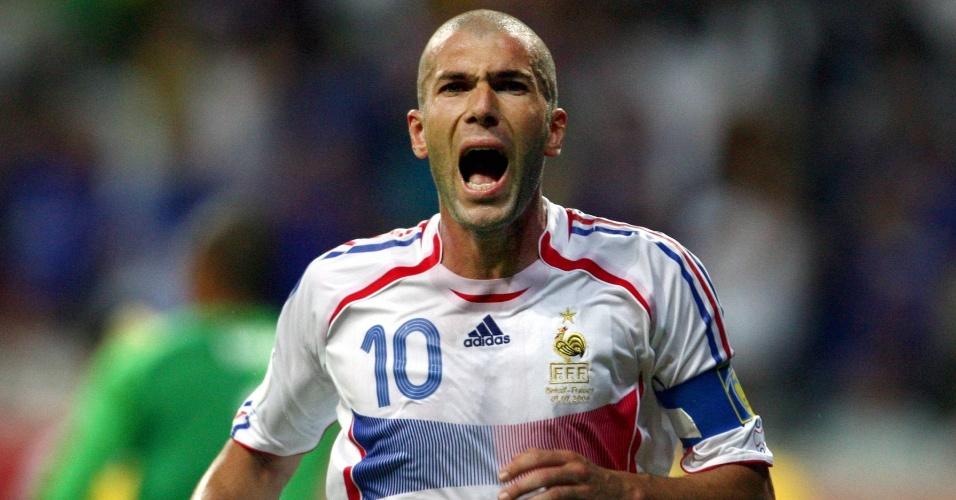 Zinedine Zidane comemora depois da vitória da seleção da França sobre a seleção brasileira por 1 a 0 na Copa de 2006