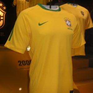 Nova camisa da seleção brasileira foi lançada em Londres  peça tem caráter  ecologicamente correto bdb1e00d929f0