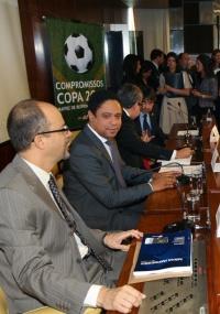 Orlando Silva (c), desonerará Fifa