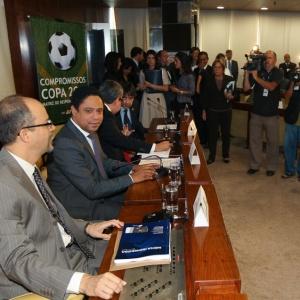 Ministro da Justiça, Luiz Barreto, ao lado do ministro dos Esportes, Orlando Silva