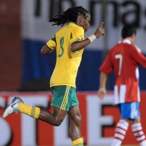 Tshabalala vibra com gol que garantiu o empate<br>da África do Sul em amistoso com o Paraguai