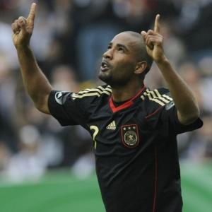 Cacau comemora o primeiro de seus dois gols no amistoso da Alemanha contra Malta, em Aachen