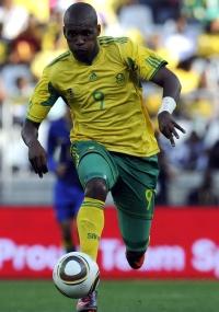 Katlego Mphela foi o destaque da partida ao marcar dois gols