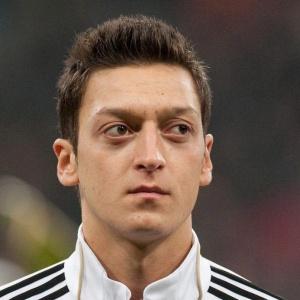 Mesut Özil já teria acertado acordo com o Real Madrid, segundo publicação espanhola