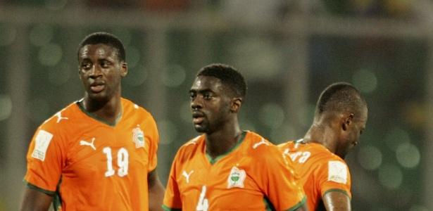 Os irmãos Kolo e Yaya Touré durante partida da Costa do Marfim em 2010