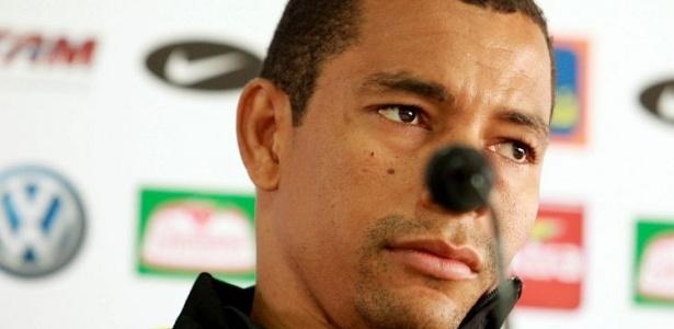 Gilberto Silva durante entrevista coletiva da seleção em Curitiba