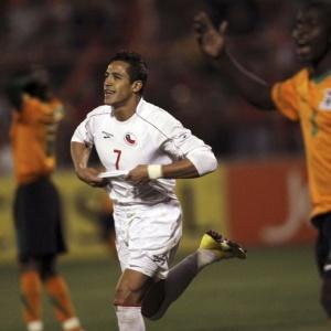Atacante Alexis Sánchez comemora um de seus gols na vitória do Chile sobre a seleção de Zâmbia